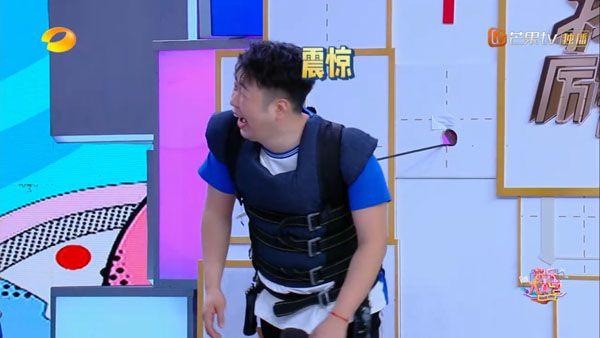 快本杨幂说海涛是猪发现说错话 何炅一句话救场被赞情商高