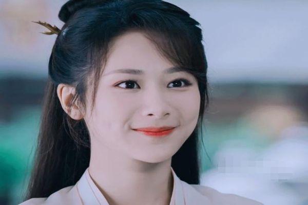 杨紫《青簪行》路透脸肿腰粗引发争议 她为什么总演绝世美女