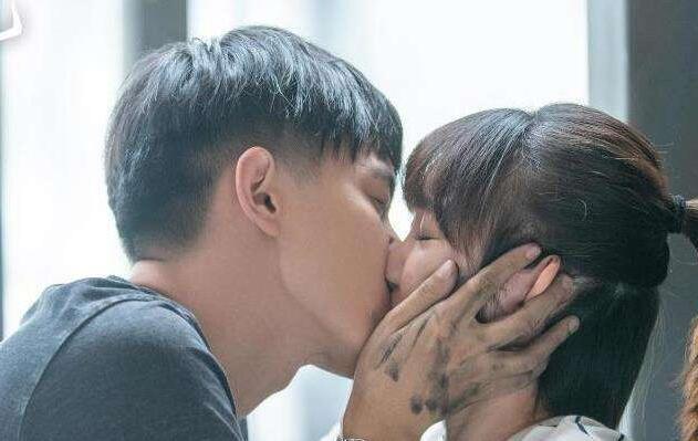 三十而已钟晓芹钟晓阳吻戏在第几集 两个人最后在一起
