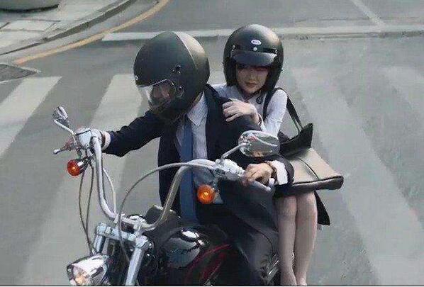 三十而已钟晓阳摩托车是什么牌子 钟晓阳身份